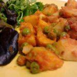 Pérolas do Mar com Batatas, Ervilhas e Molho de Tomate