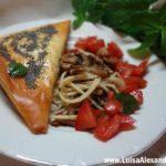 Folhados de Carne e Queijo em Massa Filo com Cogumelos e Bacon envoltos em Esparguete